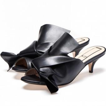 No. 21 Black Leather Kitten Heel Mule